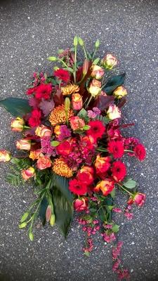 bloemstuk roodoranje tinten