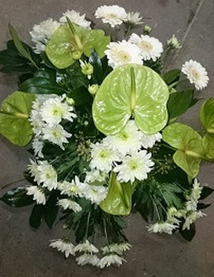 bloemstuk wit/groene anthurium met witte chrysanten